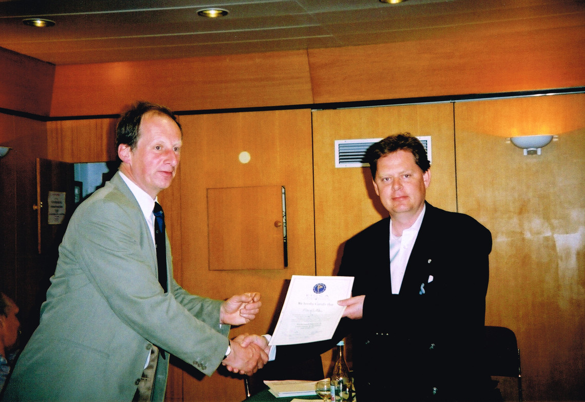 Simon Gidman presenting Peter with his graduation certificate in 2002 (Vilamoura, Portugal)