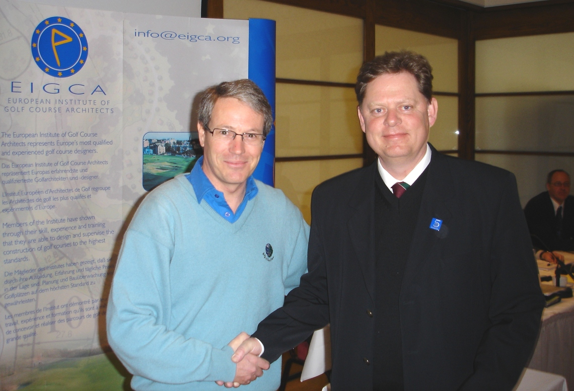Mark Adam, the then President, welcoming Peter onto Council in 2005 (5th Anniversary at St Andrews, Scotland)